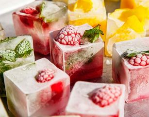 Inline-Flavored-Ice-Cube-Cocktail-Recipes-Raspberry-Mint-Lemon-Pimms-Mojito-Summer-Pool-Party-Recipe
